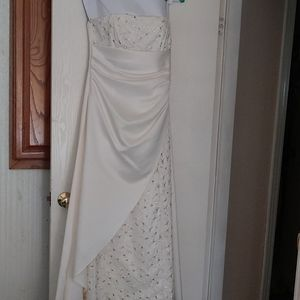 Wedding gown / formal gown